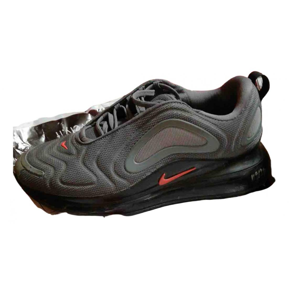 Nike Air Max 720 Sneakers in  Grau Kautschuk
