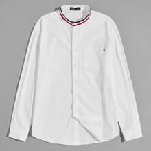 Camisa con bolsillo con cinta de rayas
