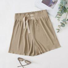 Einfarbige Shorts mit elastischer Taille