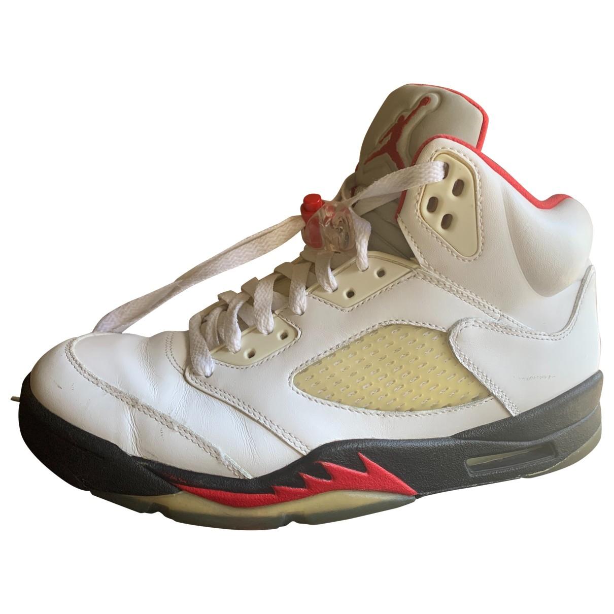 Jordan Air Jordan 5 Sneakers in  Rot Leder