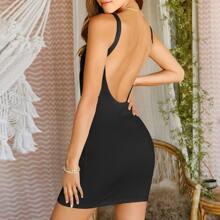 Einfarbiges rueckenfreies figurbetontes Kleid