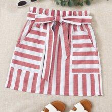 Zweifarbiger Rock mit Papiertasche um die Taille, Selbstguertel und Streifen