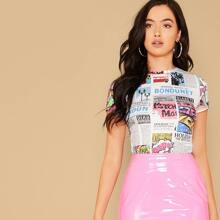 Figurbetontes T-Shirt mit Zeitung Muster