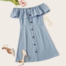 Schulterfreies Kleid mit Knopfen und Raffungsaum