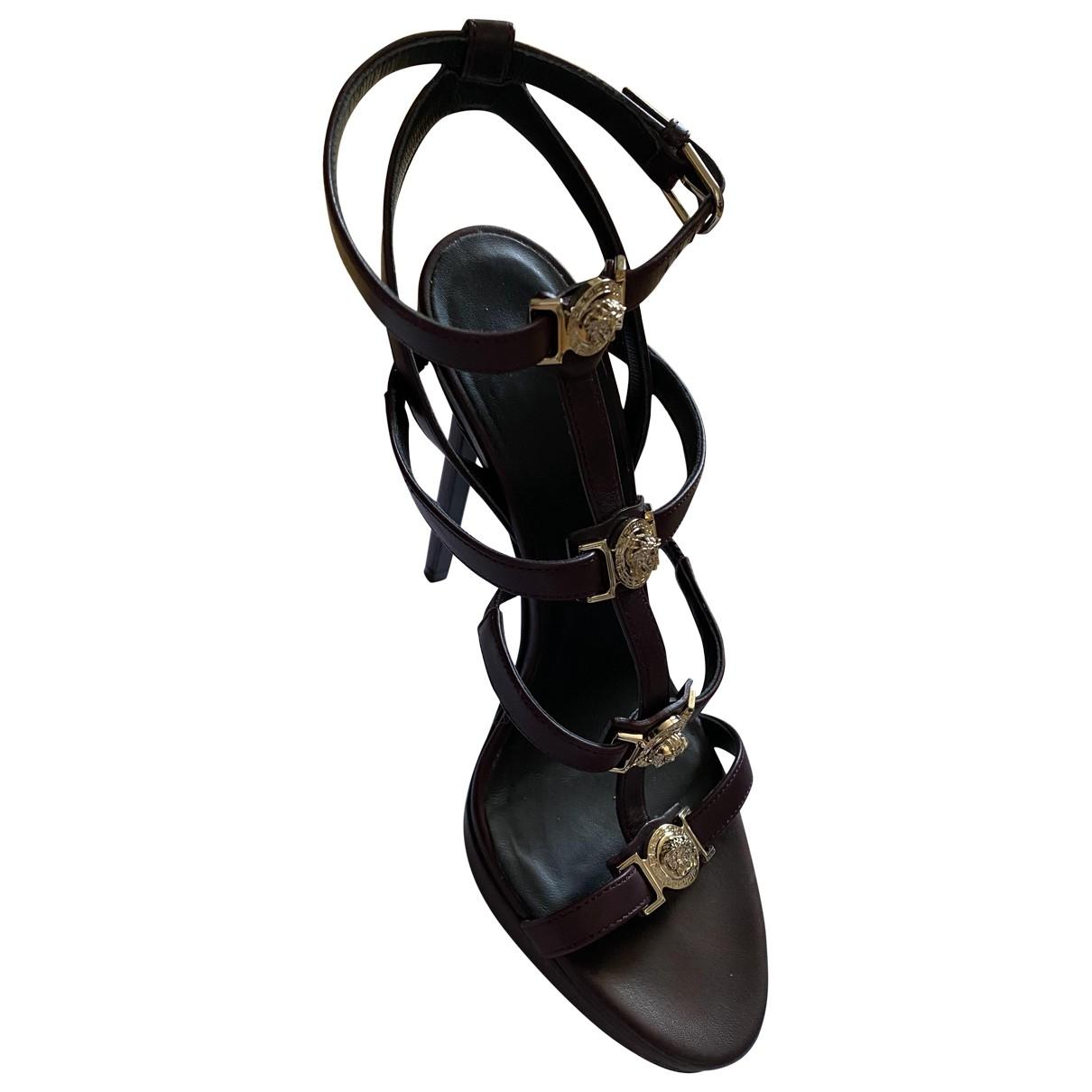 Versace - Sandales   pour femme en cuir - bordeaux