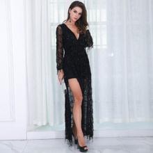 Kleid mit Schlitz, tiefem Kragen, Pailletten und Netzstoff