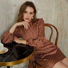 Satin Kleid mit Stehkragen, Rueschen und Punkten Muster
