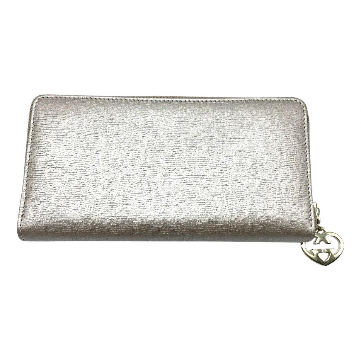 Gucci \N Portemonnaie in  Silber Leder