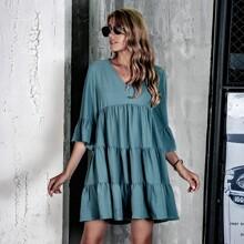 Einfarbiges Kleid mit Schosschenaermeln