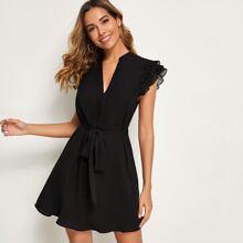 Kleid mit V Ausschnitt, Falten und Guertel