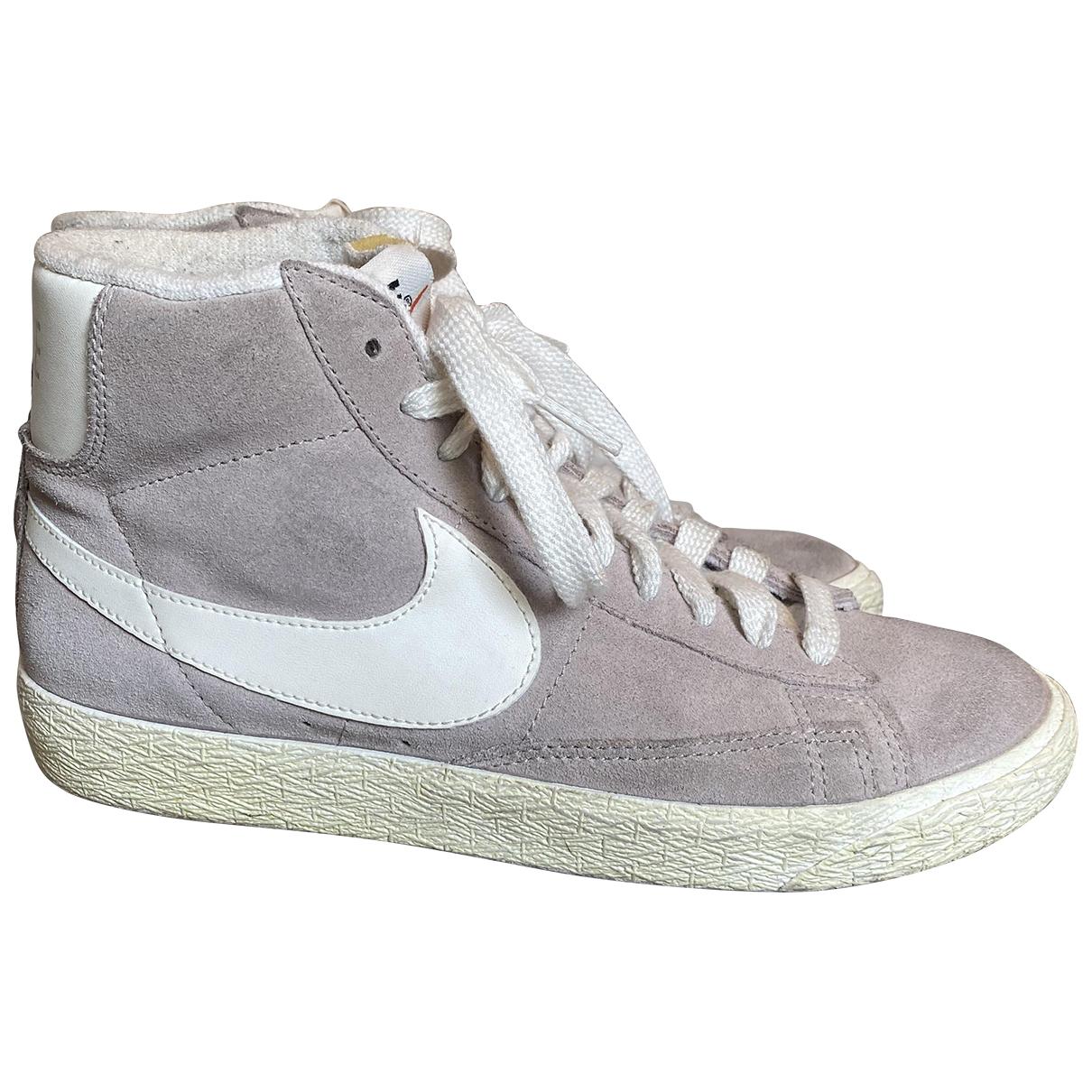Nike Blazer Sneakers in  Beige Veloursleder