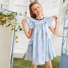 Maedchen Kleid mit Schmetterlingaermeln, Raffungsaum und Blumen Muster