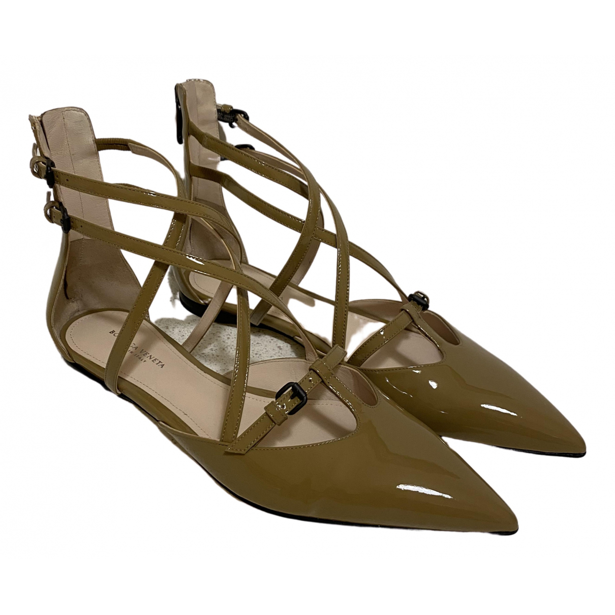 Bottega Veneta \N Sandalen in  Beige Lackleder