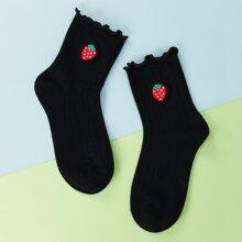 Socken mit Obst Stickereien